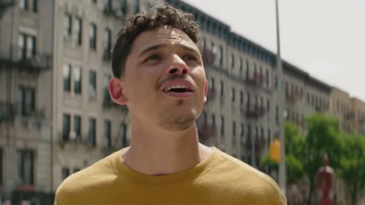 En The Heights, el actor Anthony Ramos juega en conversaciones con Transformers