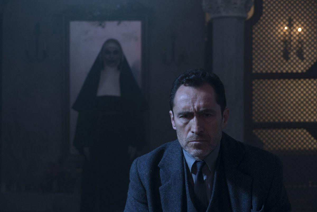 La película de terror de Netflix producida por Sam Raimi aterriza en el director de The Nun, Corin Hardy