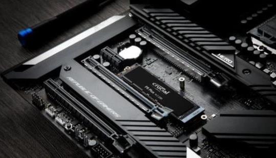 El Crucial P5 Plus es un SSD compatible con PS5