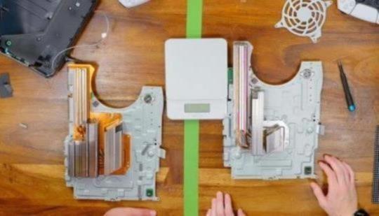 El nuevo modelo de PS5 es más ligero debido al disipador de calor más pequeño y peor y se calienta más